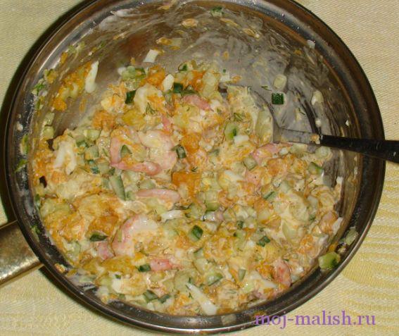 Салат с курицей яблоками и сельдереем