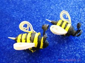 В технике квиллинг Пчелка