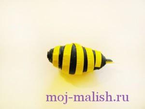 Наматываем на тело пчелки