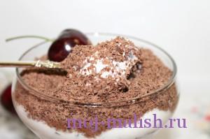 Твороный десерт с ягодами готов