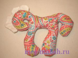 Новогодняя лошадка своими руками готова